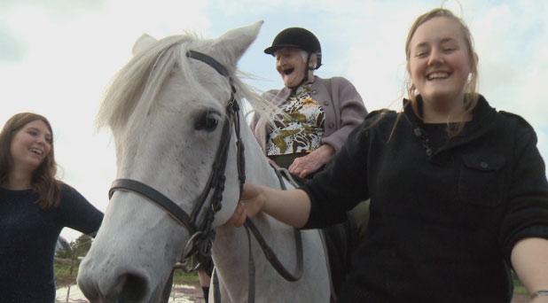 102 ans à cheval